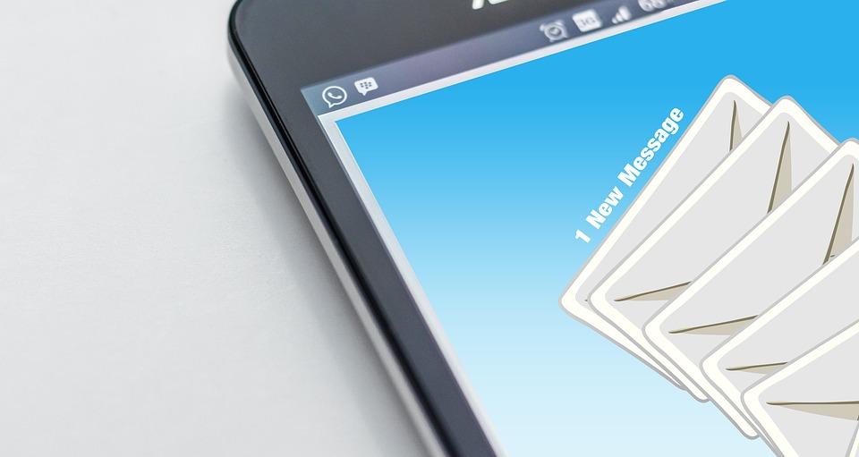 criar uma lista de emails